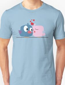 Two cartoon birds kissing T-Shirt