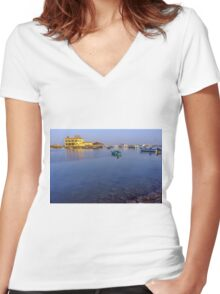 boat no. 8 Women's Fitted V-Neck T-Shirt