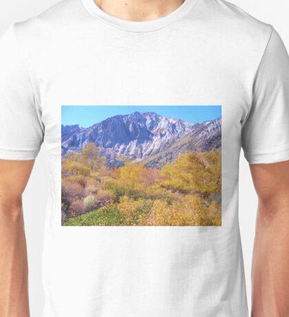 COLORFUL AUTUMN MOUNTAIN RANGE IN MAMMOTH MOUNTAIN Unisex T-Shirt