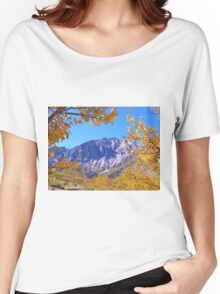 MAMMOTH MOUNTAIN FRAMED WITH GOLDEN FALL FOLIAGE Women's Relaxed Fit T-Shirt