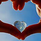 Hands with cristal Heart by dedakota