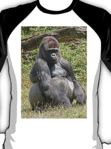 """An intimate portrait close-up 6 (c) (h) """"Back Silver"""" A gorilla who is the star of the day .... T-Shirt"""