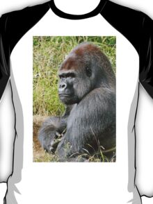 """An intimate portrait close-up 7 (c) (h) """"Back Silver"""" A gorilla who is the star of the day .... T-Shirt"""