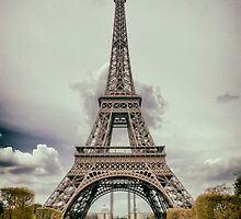 Tour Eiffel in Paris by Antonio Gravante