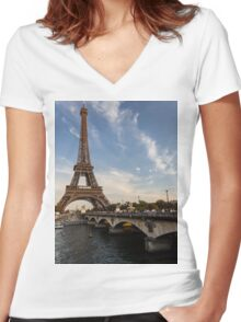 Tour Eiffel et Pont d'Iéna Women's Fitted V-Neck T-Shirt