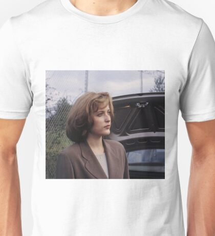 Dana Scully in show  Unisex T-Shirt