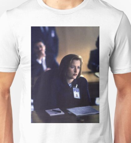Dana Scully in show 2 Unisex T-Shirt