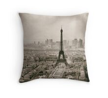 Tour Eiffel in Paris Throw Pillow