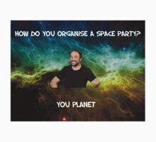 Lame dad space joke ft Mark Sheppard T-Shirt