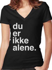 Du er ikke alene Women's Fitted V-Neck T-Shirt
