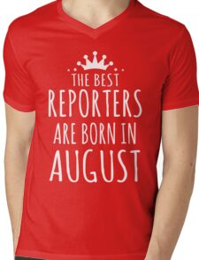 THE BEST REPORTERS ARE BORN IN AUGUST Mens V-Neck T-Shirt