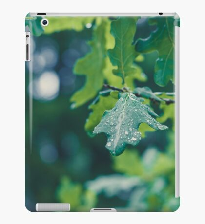 Raindrops on a leaf in the forest iPad Case/Skin