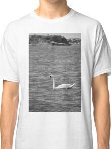 Greyscale swan Classic T-Shirt