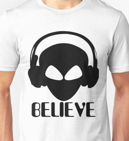Alien Believe Design - Perfect For UFO And Alien Fans Unisex T-Shirt