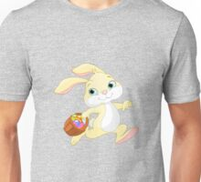 Cute easter bunny carrying basket with eggs Unisex T-Shirt