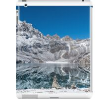 Mountain reflexion in cristal clear lake  iPad Case/Skin