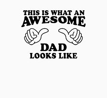 This Is What An Awesome Dad Looks LIke, Black Ink | Moms and Dads Gifts, Mothers Day, Fathers Day, Matching Shirts For Parents Unisex T-Shirt