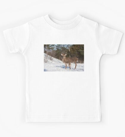 White-tailed deer buck and fawn in the winter snow Kids Tee