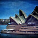Twilight at the Opera house, Sydney by Clare Colins