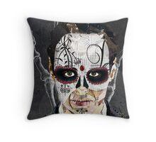 La Mano de la Muerte Throw Pillow