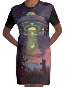 UFO Sighting Robe t-shirt
