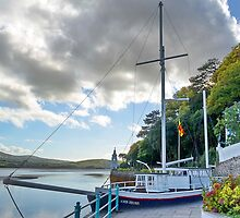 Boat At Portmeirion . by relayer51