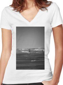 Black & White Surf Women's Fitted V-Neck T-Shirt