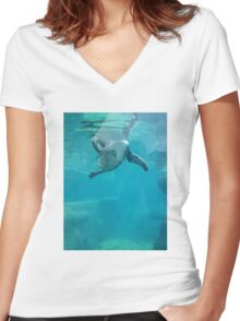 Penguin Underwater Women's Fitted V-Neck T-Shirt