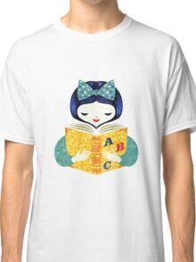 bookworm girl Classic T-Shirt