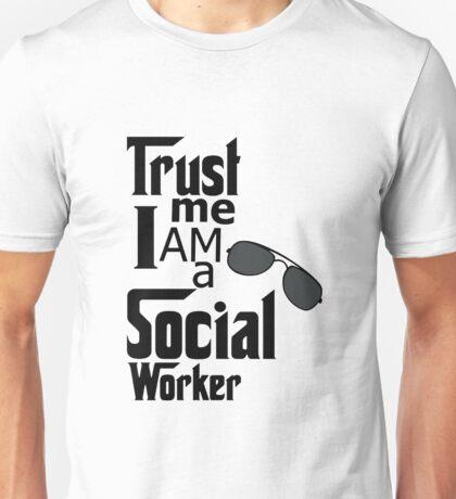 Trust Me I Am A Social Worker - Carer - Caring Gift Unisex T-Shirt