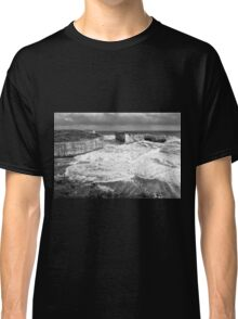 View of the iconic London Bridge in Victoria. Black and White. Classic T-Shirt