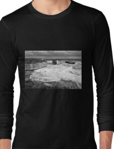 View of the iconic London Bridge in Victoria. Black and White. Long Sleeve T-Shirt