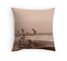 Freedom of the birds Throw Pillow