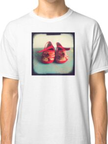 Tiny toes - red chinese baby shoes Classic T-Shirt