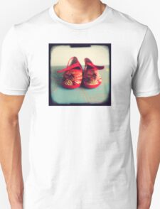 Tiny toes - red chinese baby shoes Unisex T-Shirt