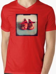 Tiny toes - red chinese baby shoes Mens V-Neck T-Shirt