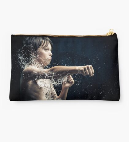 Experiment with water and studio lights Studio Pouch