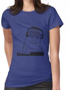 dj party musik auflegen mischpult platte kopfhörer brille feiern cool wasser delfin schwimmen süß niedlich  Womens Fitted T-Shirt