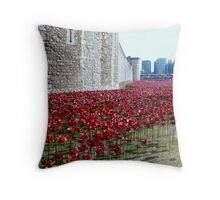 Sea of poppies -Tower of London Throw Pillow