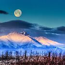 Moon Kisses Mt Meeker by nikongreg