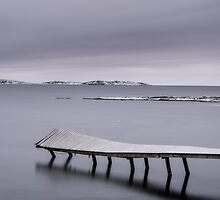 Frozen jetty over water by Mikael Svensson