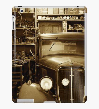 Classic Garage. iPad Case/Skin