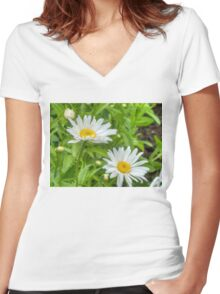 Daisy in the Garden Women's Fitted V-Neck T-Shirt