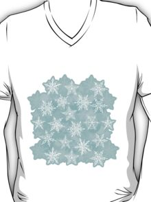 Seamless winter background with white snowflakes T-Shirt