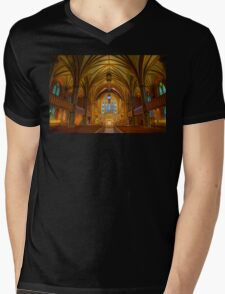 USA. Connecticut. New Haven. Trinity Church on the Green. Interior. Mens V-Neck T-Shirt