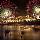 QM2 docked in Sydney by Rick Monk
