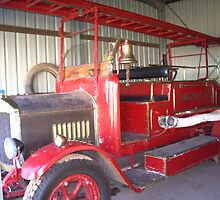 red fire truck by trj6911