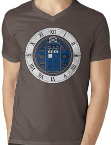 TARDIS and Clock - Doctor Who Mens V-Neck T-Shirt
