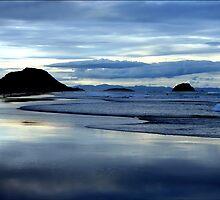 deep blues of the ocean by Jaime Maksoud