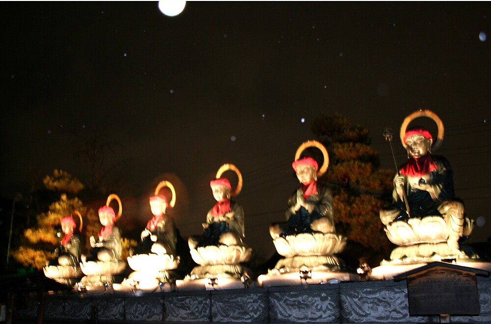 Blurry Buddhas by sunny